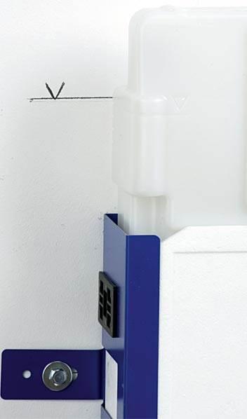 fot. 3 Wypoziomowany i przykręcony stelaż pod WC