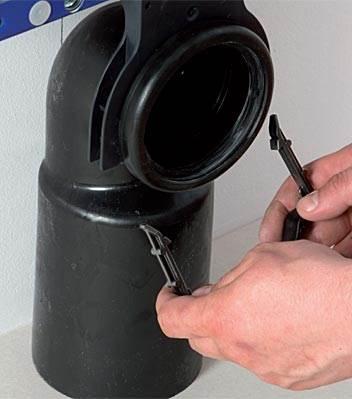 fot. 5 Podłączanie kanalizacji