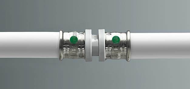 Zielony punkt na złączkach Pexfit Pro sygnalizuje profil SC-Contur, typowy dla Viega: pozwala on na wykrywanie zapomnianych połączeń już przy napełnianiu instalacji albo podczas przeprowadzania centralnej próby szczelności. (Zdjęcie: Viega)