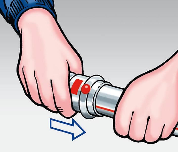 Rys. 4. Złączkę zaprasowywaną wsunąć na rurę do oporu.