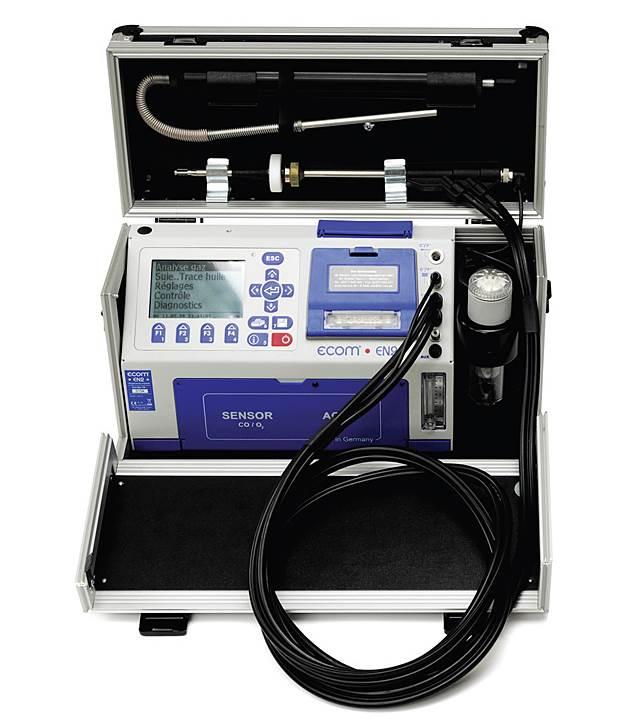 Fot. 4. Walizki analizatorów mogą kryć w sobie dodatkowe akcesoria, jak np. drukarkę.