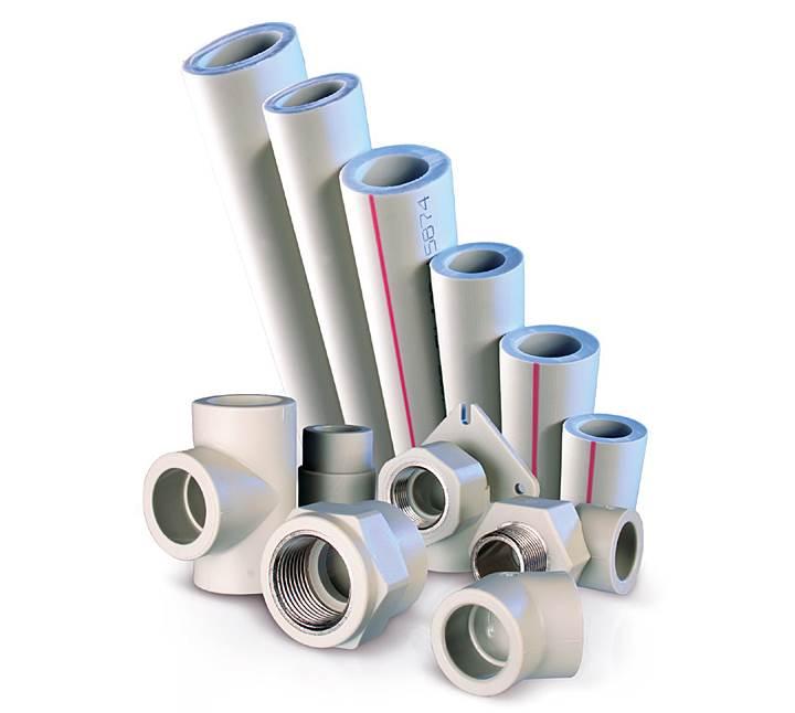 Fot. 4. Rury i kształtki PP-R przeznaczone są do stosowania w instalacjach wody zimnej i ciepłej wody użytkowej, systemów grzewczych jak i ogrzewania podłogowego, centralnego ogrzewania oraz sprężonego powietrza. Prawidłowo dobrany i wykonany system z PP-R ma przewidywaną żywotność 50 lat.