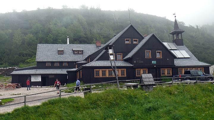 kolektory sloneczne na dach - Kolektory słoneczne na dachu schroniska Samotnia