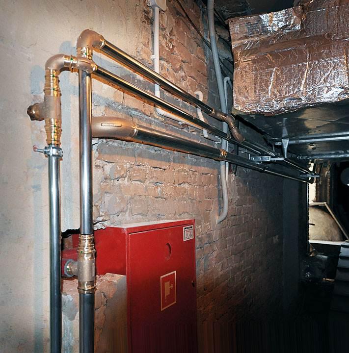 Instalacja zimnej wody użytkowej oraz instalacja hydrantowa wykonana w systemie Sanpress gwarantuje bezpieczeństwo zabytkowego Pałacu na Wyspie (Fot: Viega)