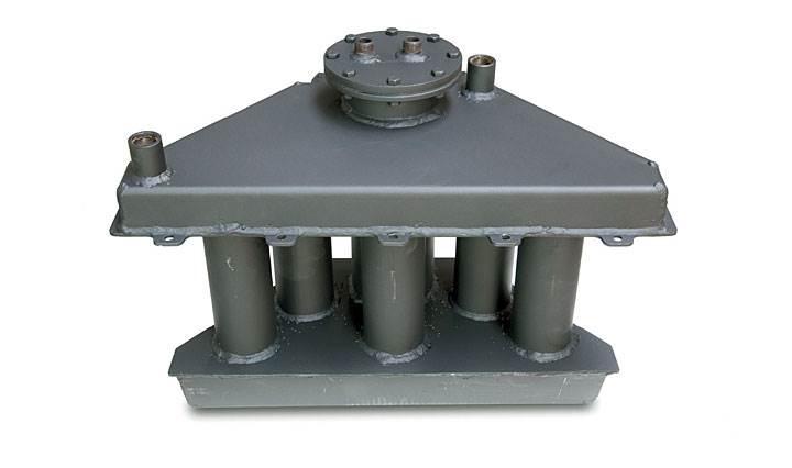 Fot. 4. Wymiennik wodny, w którym ogrzewany jest czynnik grzewczy do instalacji c.o. oraz zasobnika c.w.u. Zamontowanie wymiennika w górnej części paleniska wkładu kominkowego sprawia, że odzysk ciepła jest najbardziej wydajny, a jednocześnie możemy korzystać z powietrznego ogrzewania domu (system DGP). Fot.: Koperfam