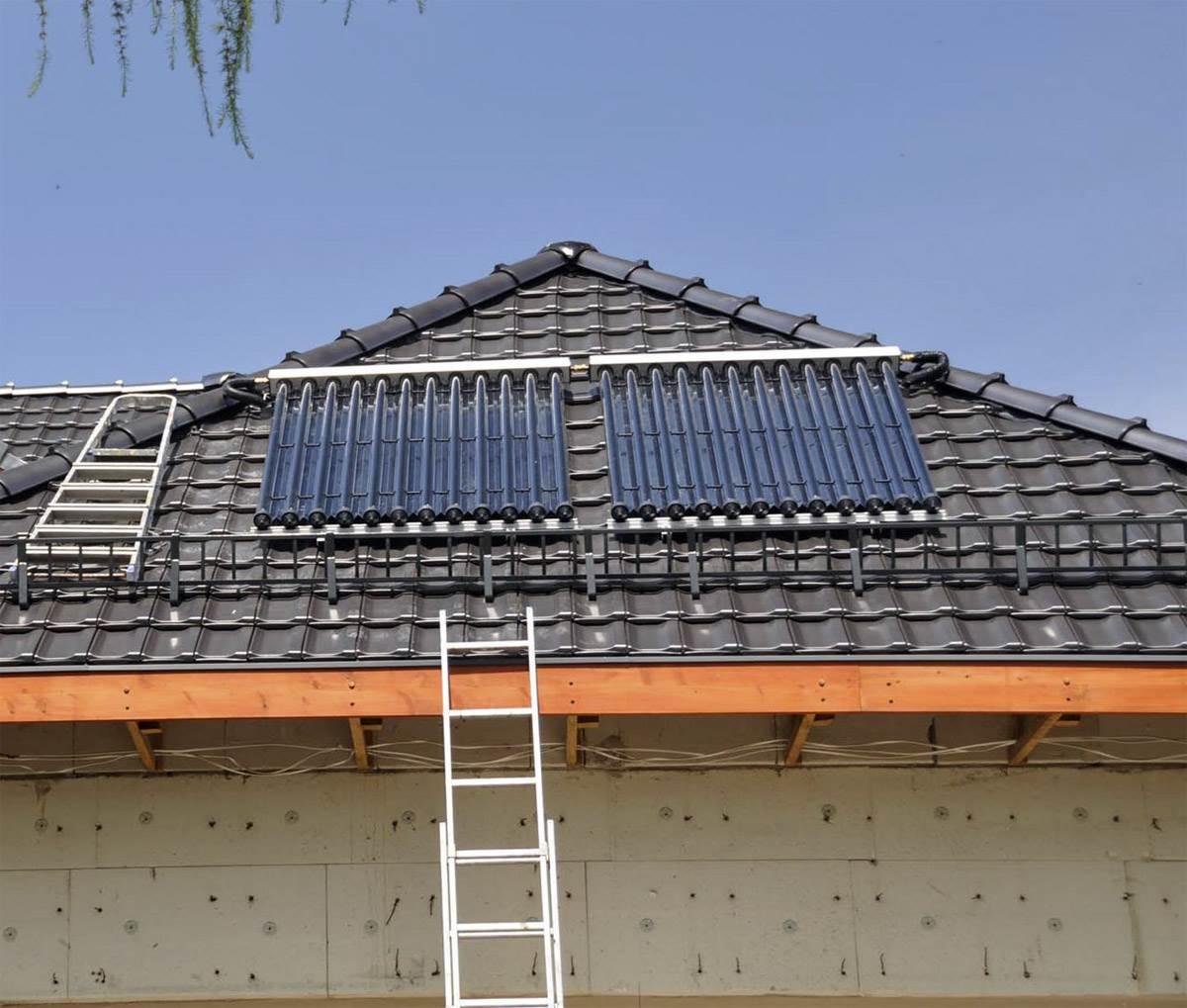 FOT. 1. W związku z optymalizacją doboru wielkości zestawu solarnego do potrzeb, instalacje projektuje się tak, aby średnio rocznie dostarczała około 55-65% ciepłej wody użytkowej. Fot.: Caldoris