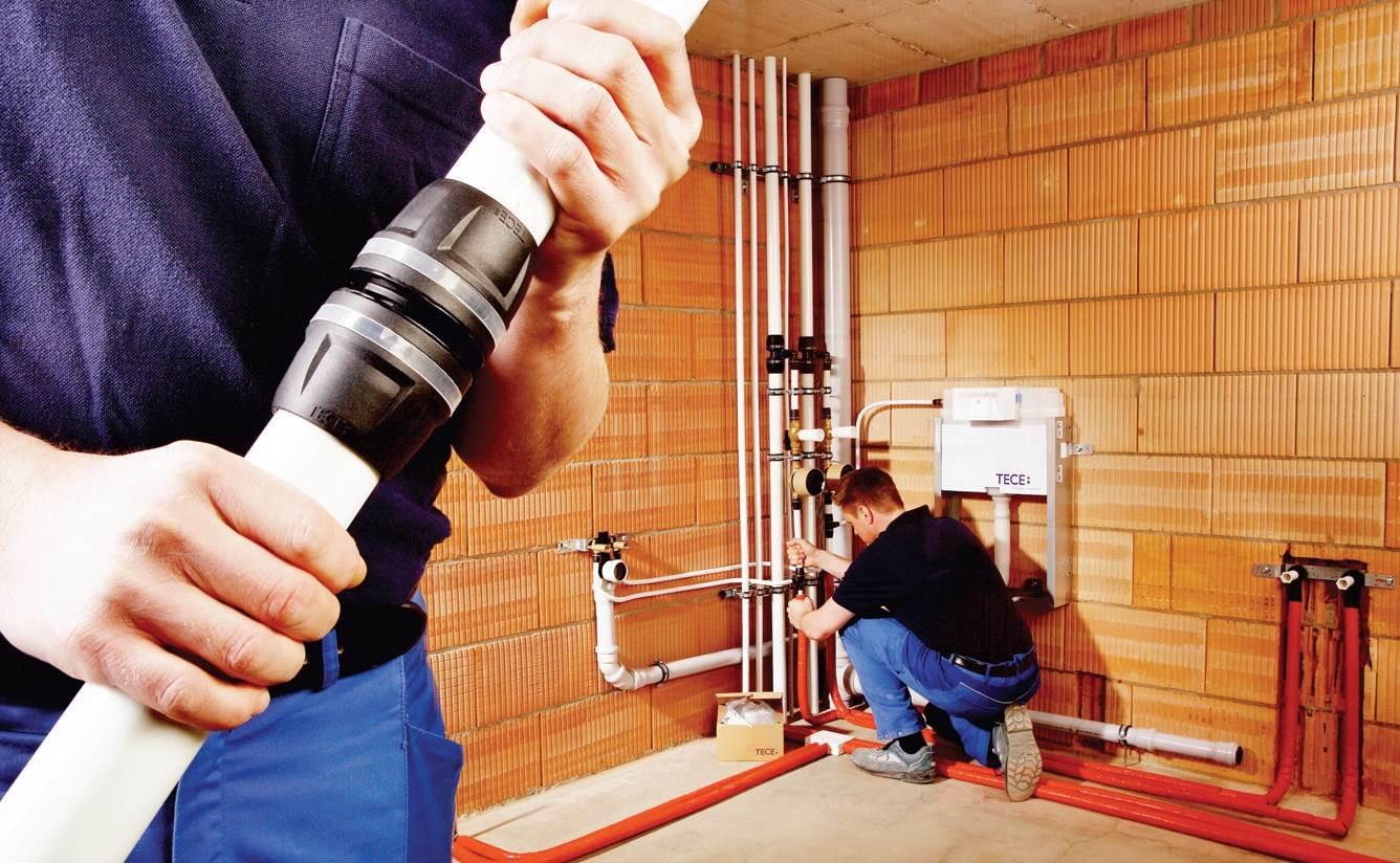 Fot. 2. Instalacje wykonane w oparciu o dowolny system łączenia, wymagają przeprowadzeniacentralnej próby szczelności, podczas której przy ciśnieniu rzędu 3-5 bar testuje sięcałą instalację bez konieczności sprawdzania każdego połączenia z osobna.