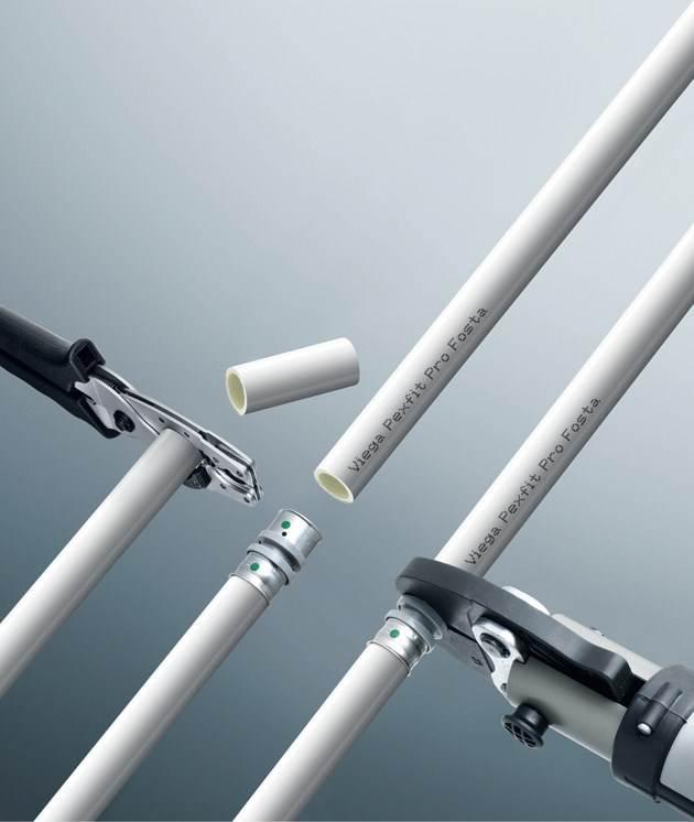 Fot. 4. Przy systemach zaciskanychi małych średnicach zastosowanieznajdują ręczne zaciskarki napędzanesiłą mięśni operatora, zaś dla średnic od25 mm wzwyż – zaciskarki o napędzieelektrohydraulicznym.