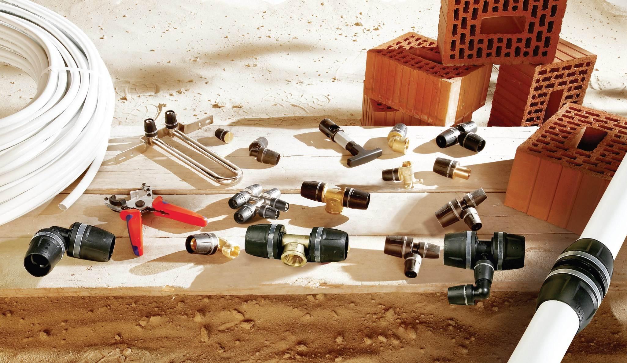 Fot. 7. Technologia połączeń skręcanych odbywa się przy użyciu narzędzi ręcznych – np. różnych odmian kluczy płaskich – i możliwa jestwyłącznie w miejscach, w których złącze jest widoczne, a nakrętka dostępna dla narzędzia. Połączenie doszczelniane jest dwoma o-ringamiwykonanymi z EPDM.