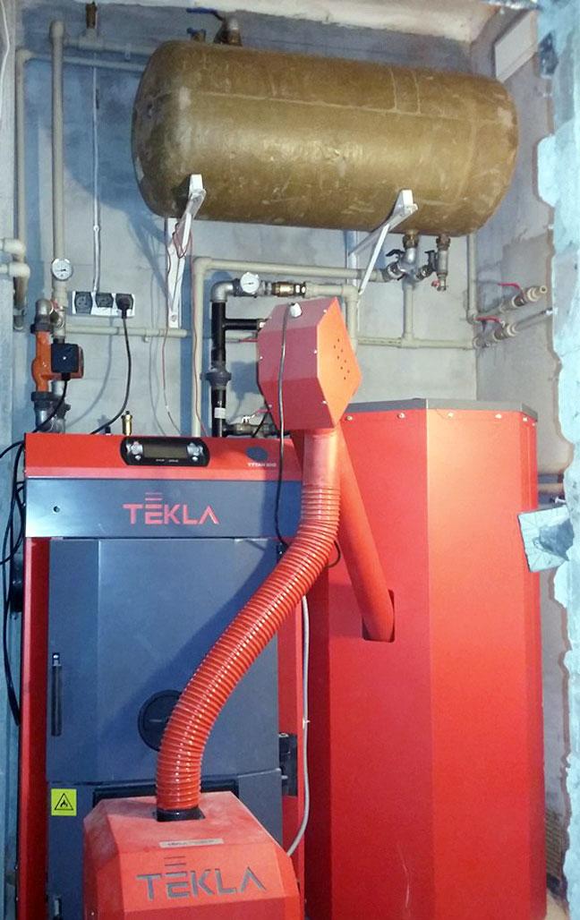 Fot. 10. Prawidłową pracą nowoczesnych kotłów na pellet steruje regulator elektroniczny z dużym, czytelnym ekranem LCD. Fot. Tekla