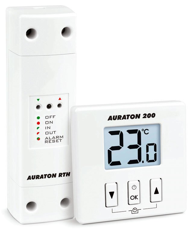 Fot. 8. Bezprzewodowy regulator temperatury to prosty w obsłudze regulator dobowy z funkcją cyklicznego obniżania temperatury oraz zapobiegania zamarznięciu pomieszczenia. Urządzenie ułatwia zarządzanie systemem ogrzewania zwłaszcza zimą, kiedy komfort termiczny jest szczególnie ważny. Będąc najmniejszym termostatem elektronicznym dostępnym na rynku nie ingeruje w wygląd pomieszczenia, w którym jest zamontowany. Bezprzewodowy regulator temperatury AURATON 200 RTH to komplet składający się z nadajnika i odbiornika. Fot. LARS