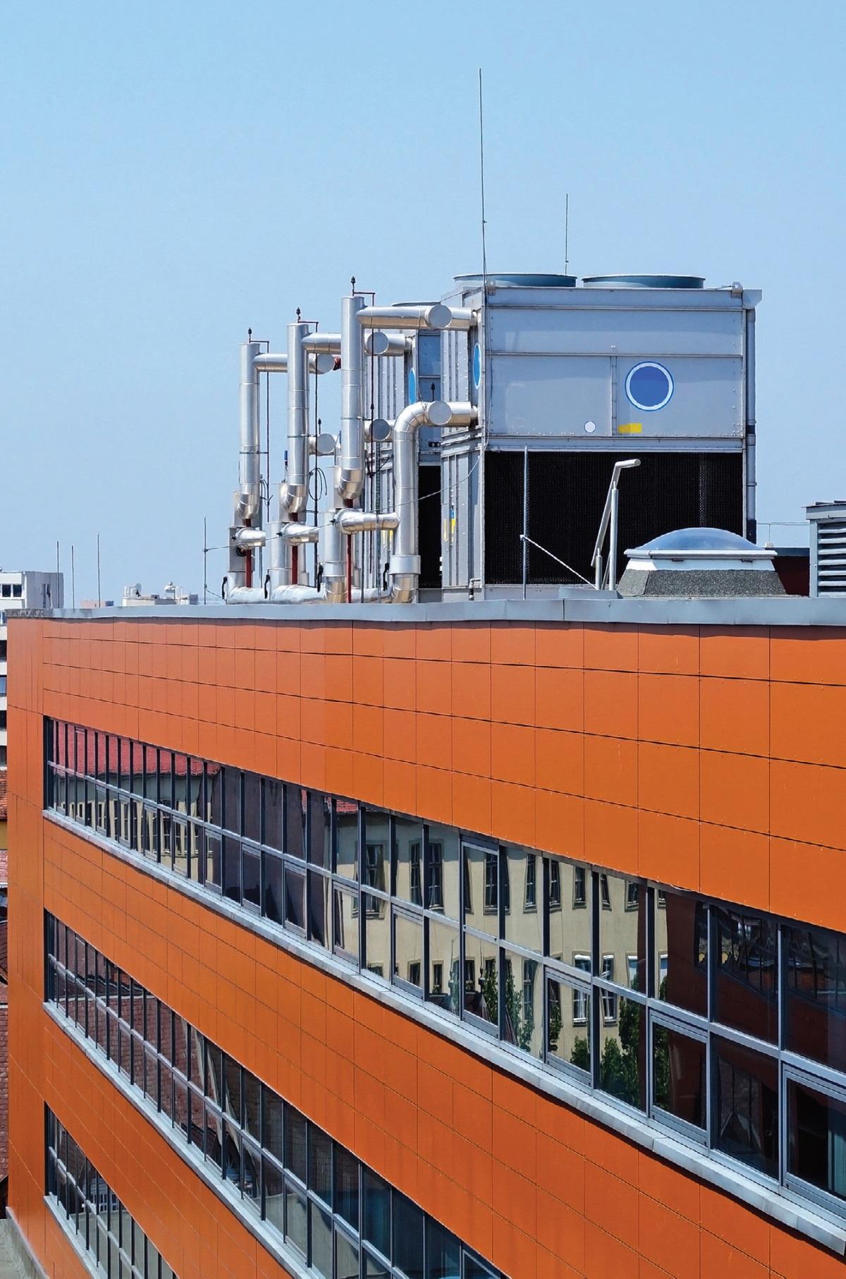 Fot. 1. Dzięki centralom dachowym typu rooftop zyskuje się wentylowanie, chłodzenie i ogrzewanie pomieszczeń wielkokubaturowych. Fot. FOTOLIA