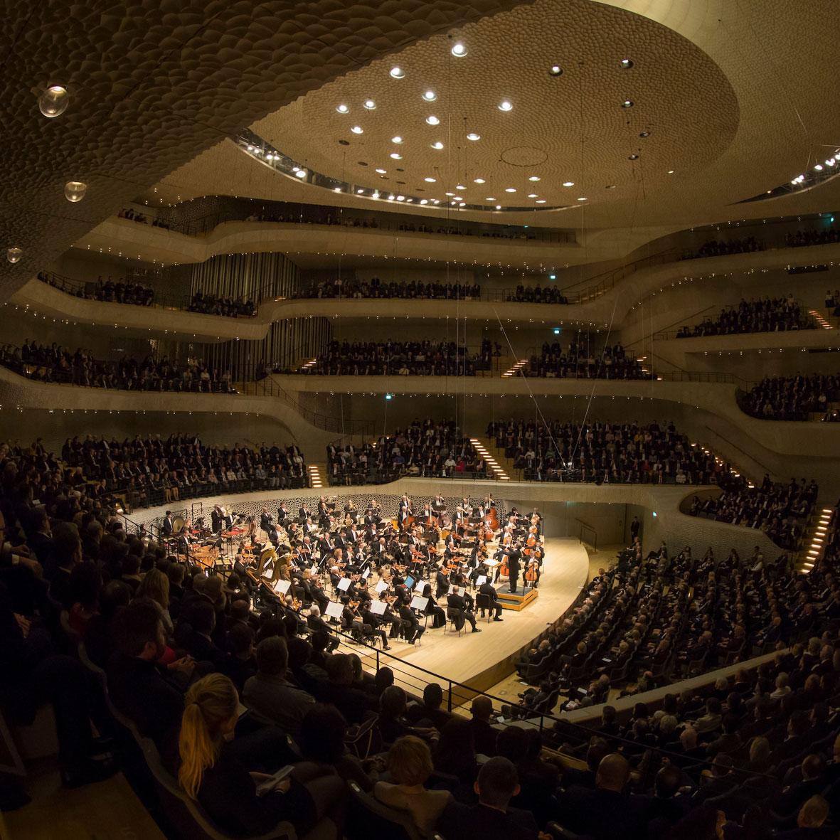 Główna sala koncertowa może pomieścić 2100 osób, ale żaden ze słuchaczy nie znajduje się dalej niż 30 metrów od dyrygenta. (Zdjęcie: Chicago Symphony Orchestra / Riccardo Muti © Todd Rosenberg Photography)