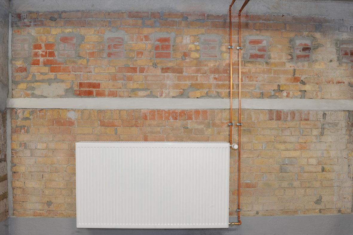 Do rurociągów i podłączenia grzejników w piwnicach zastosowano system połączeń zaprasowywanych z miedzi Profipress. (Zdjęcie: Viega)