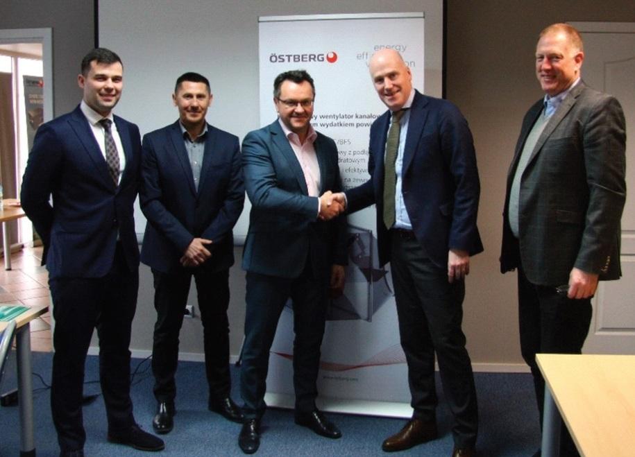 Peter Jakobsson, CEO Östberg Group AB i Jarosław Józefowicz, Commercial Director Iglotech Sp. z o.o. po podpisaniu umowy.