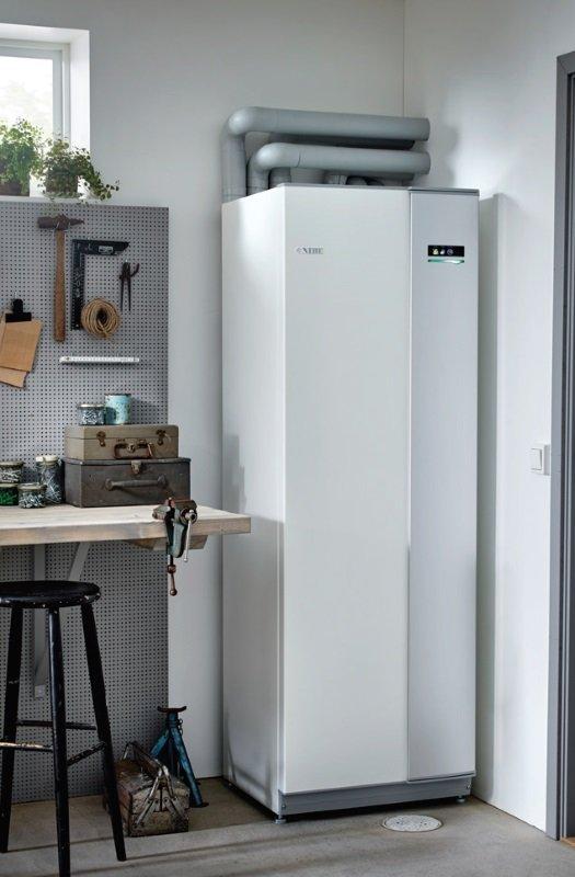 Fot. 3. Oferowane obecnie przez producentów gruntowe pompy ciepła dopasowują swoją pracę do zmiennego zapotrzebowania budynku na ciepło zarówno w ciągu roku, jak i w ciągu dnia, pozwalając na osiągnięcie maksymalnego komfortu cieplnego przy minimalnych nakładach energetycznych. Fot. NIBE