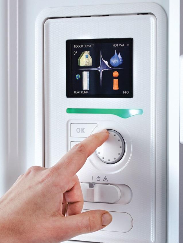 Fot. 4. Na prostą obsługę nowoczesnych urządzeń pozwala wygodny panel sterowania z dużym, przejrzystym wyświetlaczem LED. Wyświetlacz udostępnia użytkownikowi pełne informacje dotyczące statusu pracy pompy ciepła, czasu jej pracy, temperatur itd. Zmiana nastaw zazwyczaj ogranicza się więc do wyboru danego, zaproponowanego trybu bądź podwyższenia, obniżenia temperatury panującej w obiekcie.Fot. NIBE