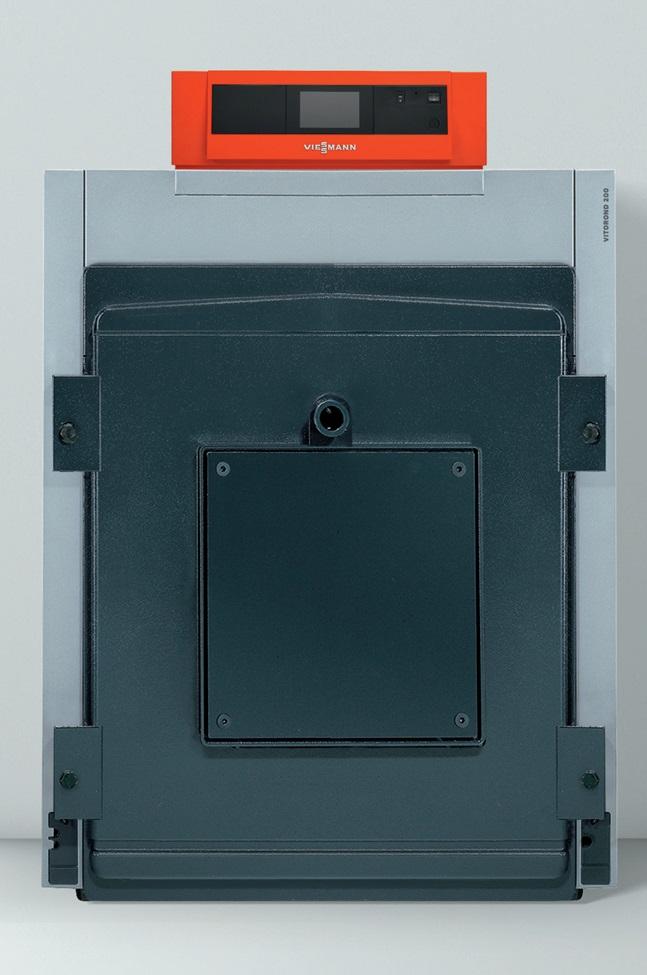 Fot. 4. Niskotemperaturowy olejowy/ gazowy członowy kocioł grzewczy. Kotły na olej opałowy członowe sprawdzają się szczególnie w modernizowanych obiektach, gdy ze względu na ciasne przejścia nie ma możliwości wstawienia całego kotła żeliwnego. W przypadku kotła członowego można łatwo i bez problemów wnieść do kotłowni pojedynczo poszczególne człony i na miejscu zmontować je przy użyciu specjalnego przyrządu montażowego. Fot. VIESSMANN