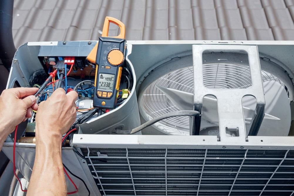 Fot. 5. W przypadku central wentylacyjnych i klimatyzatorów ważny jest pomiar parametrów elektrycznych zasilania. Fot. TESTO