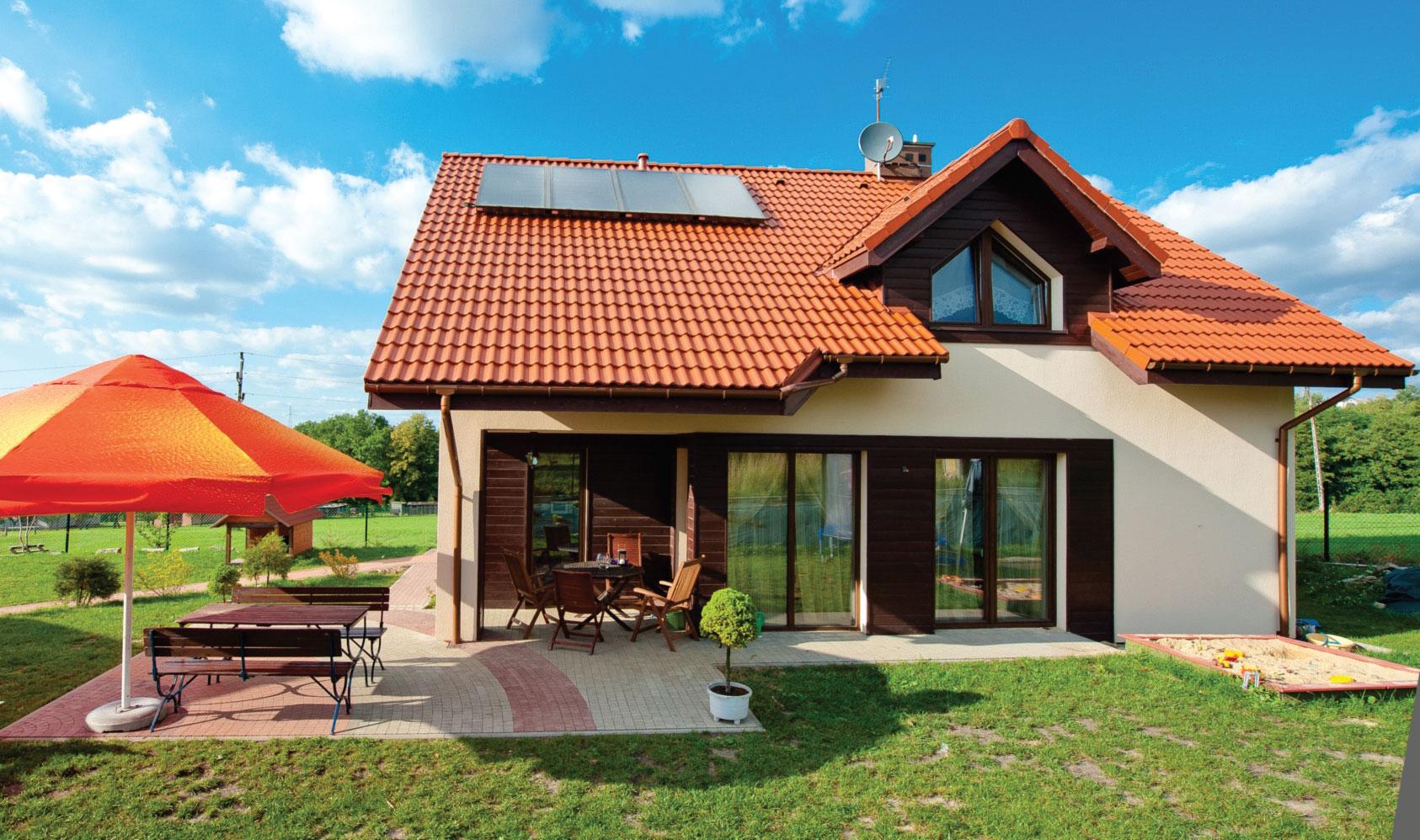 Fot. 3. Optymalne ustawienie kolektora względem promieni słonecznych to kluczowy warunek efektywności. Fot. Hewalex
