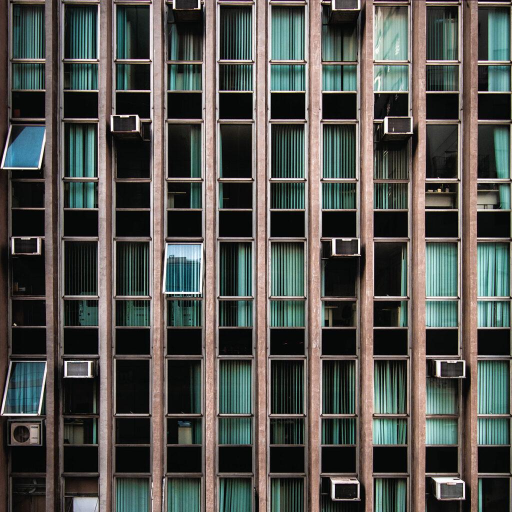 Klimatyzacja w domu i w biurze - czy warto ją montować?