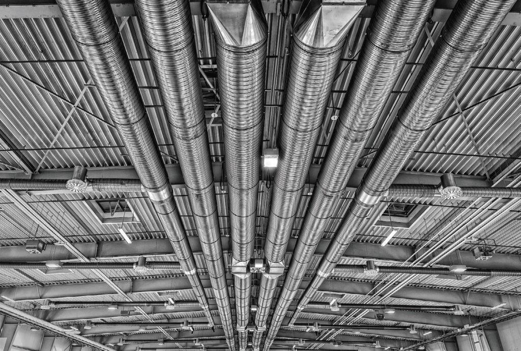 Fot. 1. Klimatyzacja i wentylacja przemysłowa bazuje na innych czynnikach niż małe instalacje. Fot. PIXABAY.COM