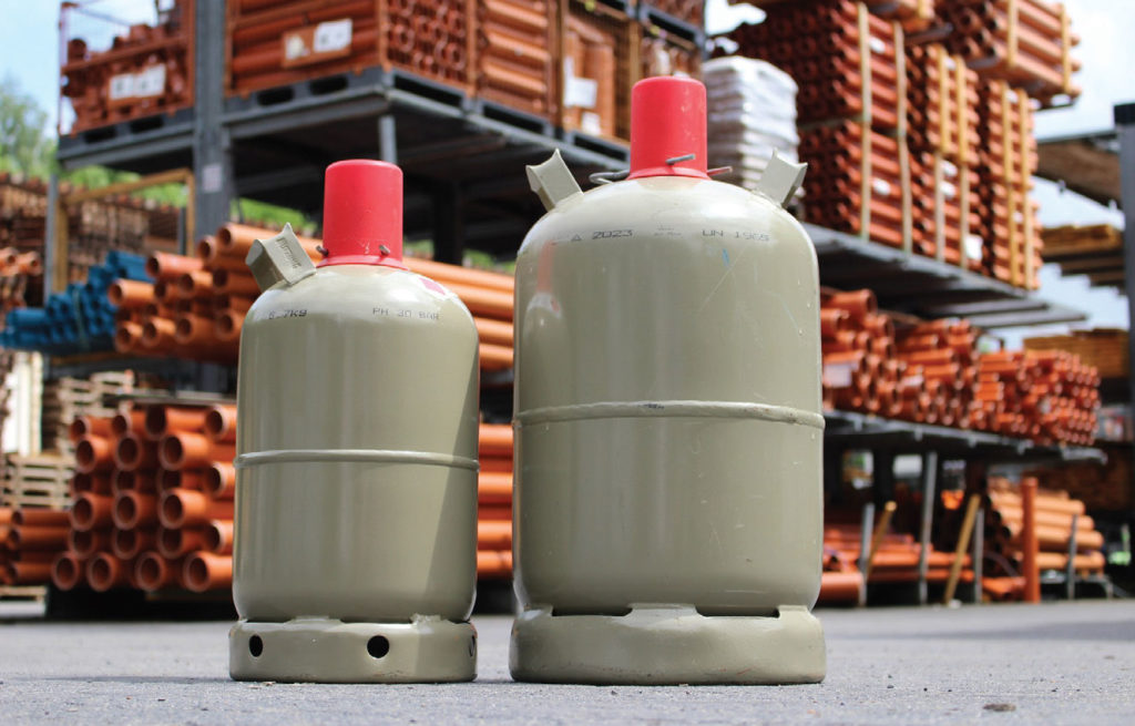 Fot. 5. Dystrybucja czynników chłodniczych prowadzona jest przy wykorzystaniu specjalnych butli. Fot. PIXABAY.COM