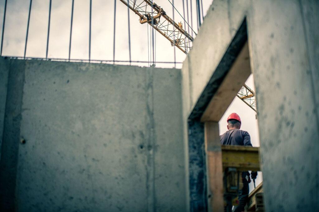 Czy zakup maszyn budowlanych jest bardziej opłacalny niż wynajem?