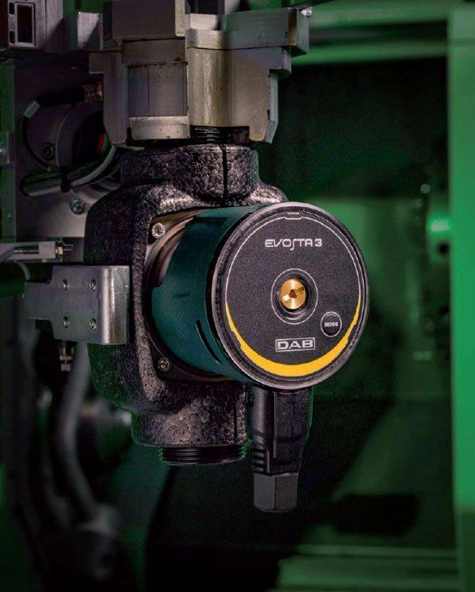 Fot. 1. Proces produkcji jest stabilny, ciągły i jednocześnie maksymalnie elastyczny. Wszystkie etapy produkcji nowego typoszeregu Evosta są zautomatyzowane i objęte inteligentnym systemem kontroli POKA-YOKE, który eliminuje błędy produkcyjne i gwarantuje bezpieczeństwo pracy.