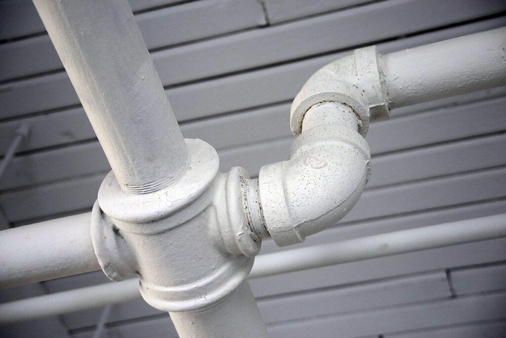 jak prawidlowo wykonac instalacje kanalizacyjna 1024x683 - Jak prawidłowo wykonać instalację kanalizacyjną?