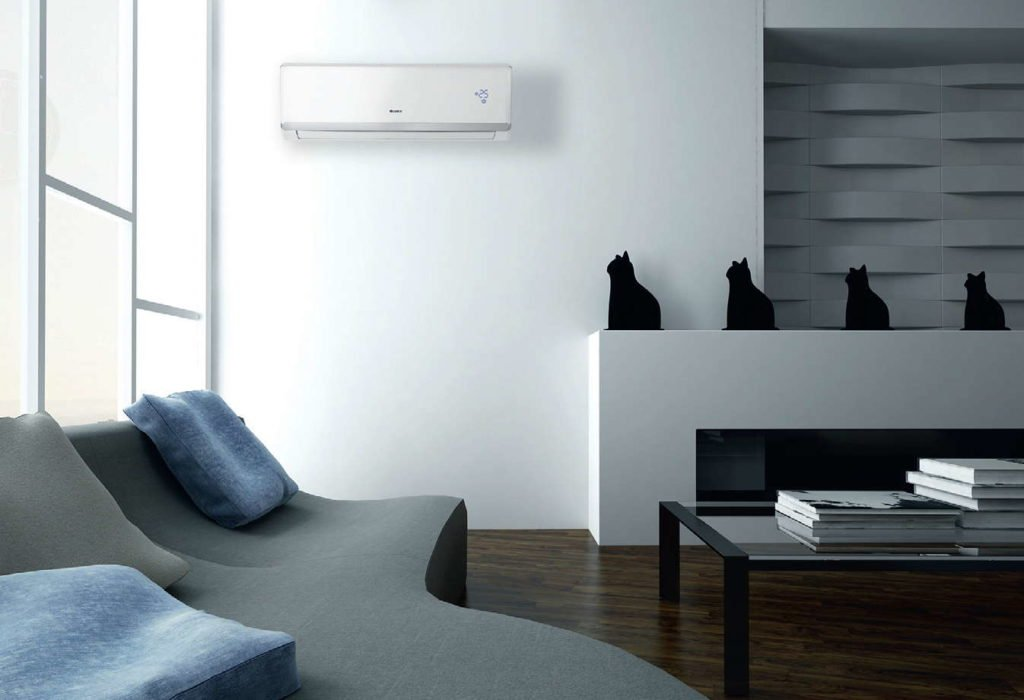 Fot. 2. Zastosowanie funkcji I feel umożliwia odczyt temperatury w pomieszczeniu z czujnika w pilocie. Klimatyzator jest w stanie dzięki temu jeszcze precyzyjniej kontrolować temperaturę w otoczeniu ludzi. Fot. GREE/FREE POLSKA