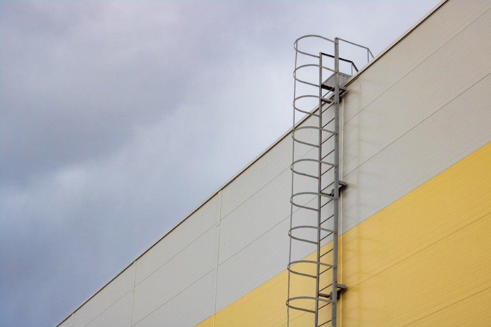 jak wybrac drabine na dach na lata - Jak wybrać drabinę na dach na lata?