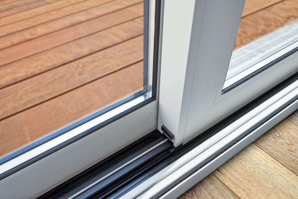 stolarka okienna 1024x683 - Lepiej wybrać okna drewniane czy aluminiowe?
